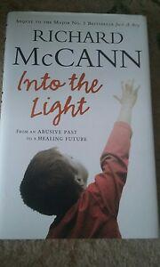 à Condition De Dans La Lumière Par Richard Mccann (cartonnée, 2006)-afficher Le Titre D'origine Les Produits Sont Disponibles Sans Restriction