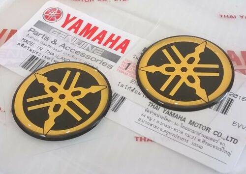 2 x 30 mm Yamaha Diapason Nero//Oro a Gel Decalcomania Logo Stemma UK Stock