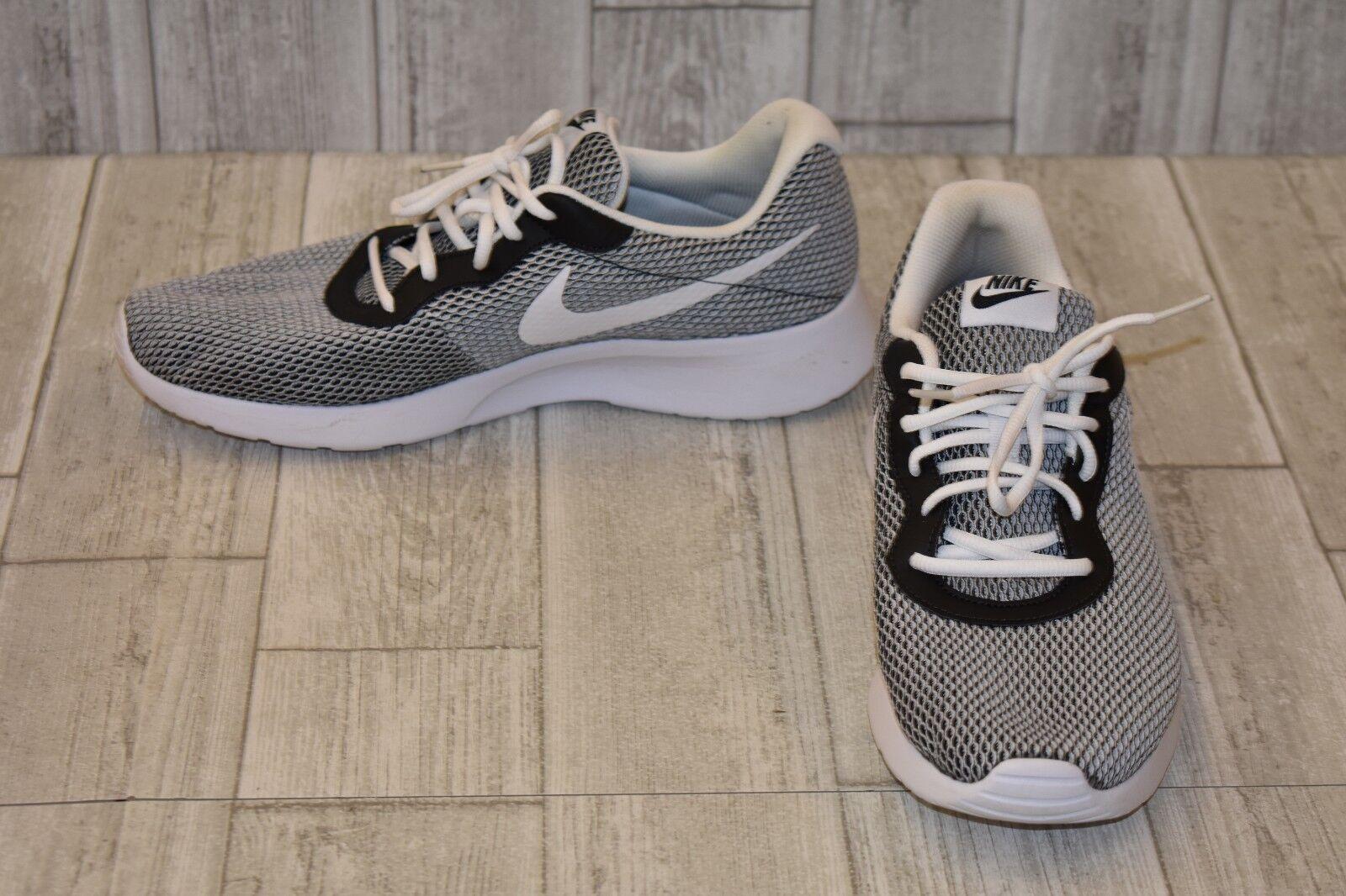267d40446cf Nike Tanjun SE Lightweight Running Shoes