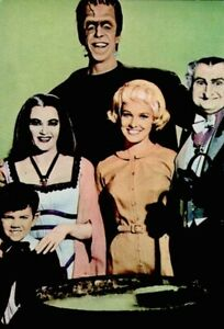The-Munsters-1967-Vintage-Postcard-Halloween-TV-Cast-Promo-Photo-Litho-COA