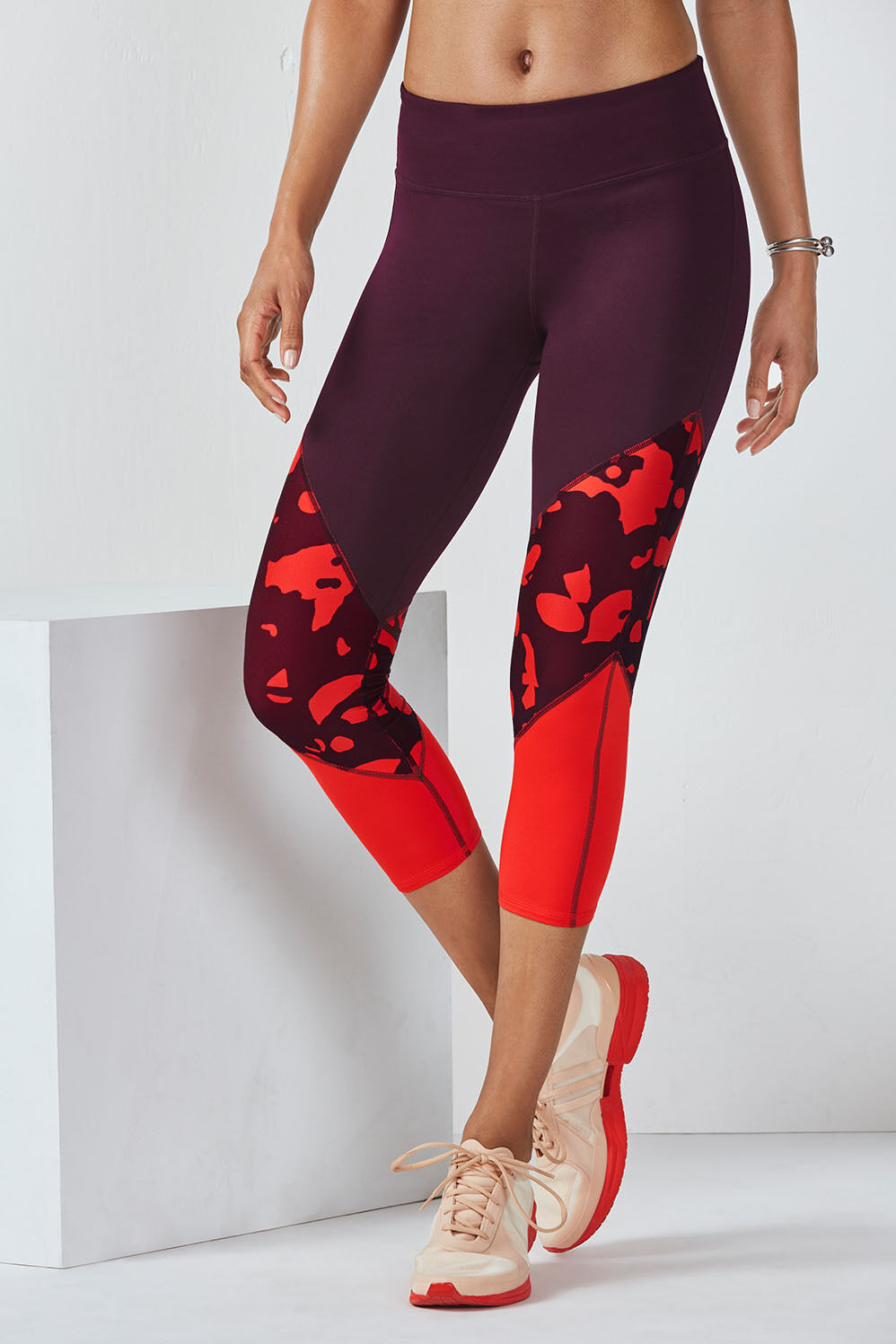BNWT Fabletics Brogan Capri in Burgundy-Bonsoir Floral choose XS or Small