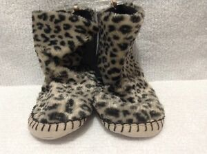 NWT-Toddler-Faux-Fur-Soft-Slipper-Boots-Cheetah-by-Carter-039-s-Green-Size-9-10