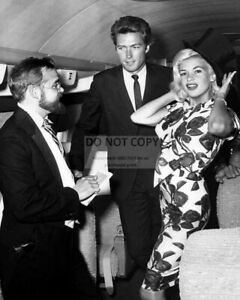 CLINT EASTWOOD AND JAYNE MANSFIELD IN 1962-8X10 PUBLICITY PHOTO WW234