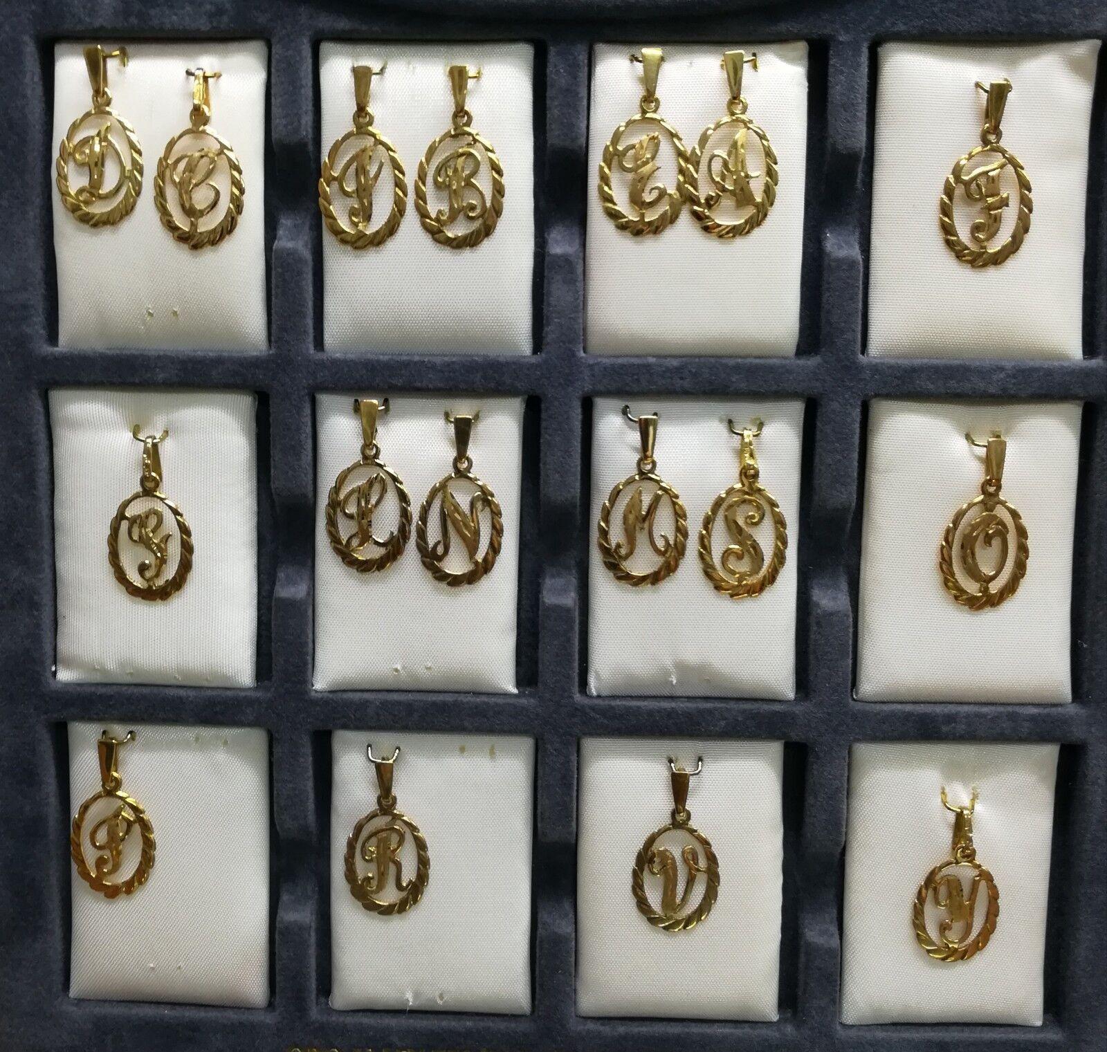 Colgante LETRA de gold 18 quilates. Disponibles A-B-C-J-E-D-F-S-L-N-M-O-P-R-V-Y-G