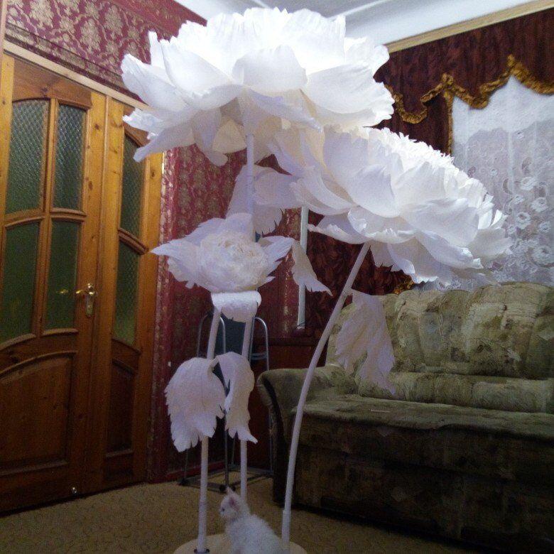 Giant self standing paper flower. Alice in wonderland photo.wedding decor flower