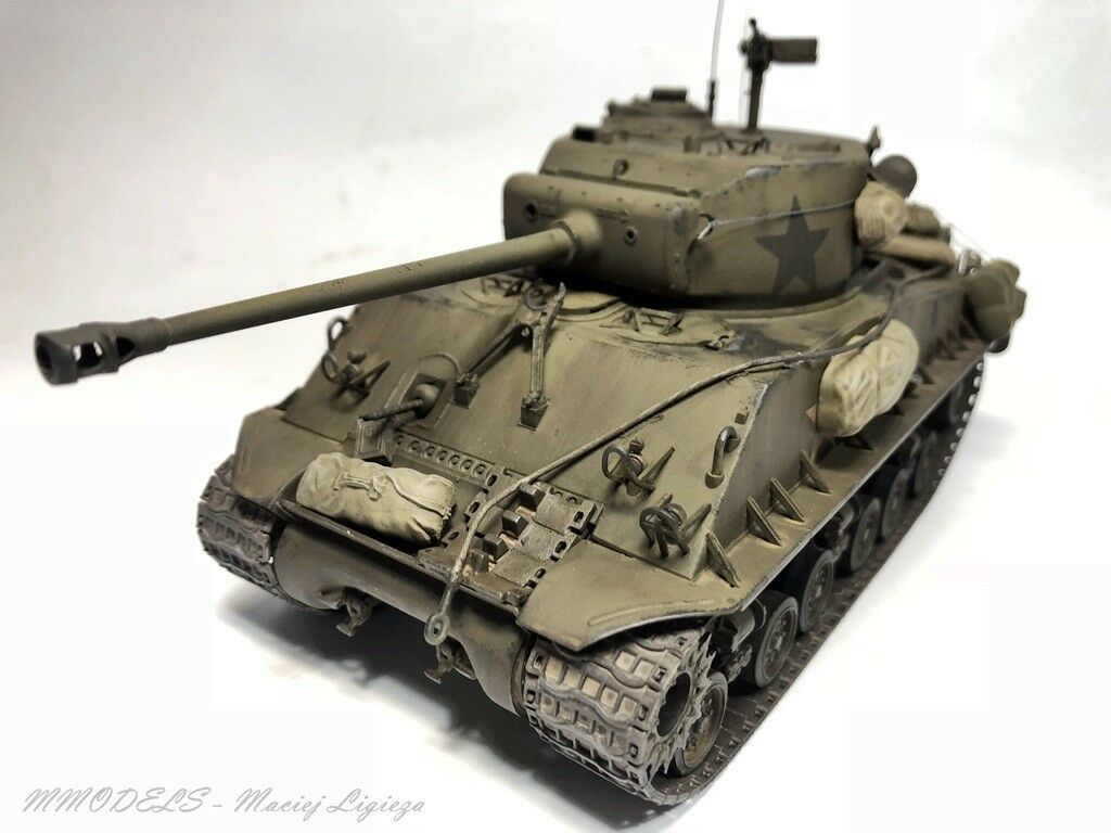 Sherman M4A3E8 scale 1 35 - built and painted - MModels