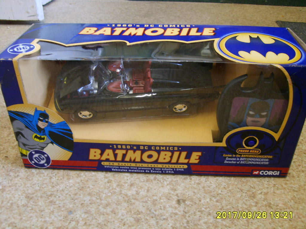 CORGI  BATMAN BATMOBILE AND BAT COMMUNICATOR 1 24 1960s DC COMICS 77501 BOXED