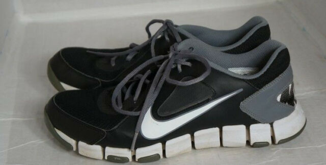 MENS NIKE TRAINING  ATHLETIC  RUNNING SHOES BLACK GRAY 610226 001 SIZE 10