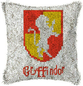 MARIO LATCH HOOK PILLOW KIT 15.7 X 15.7 INCHES