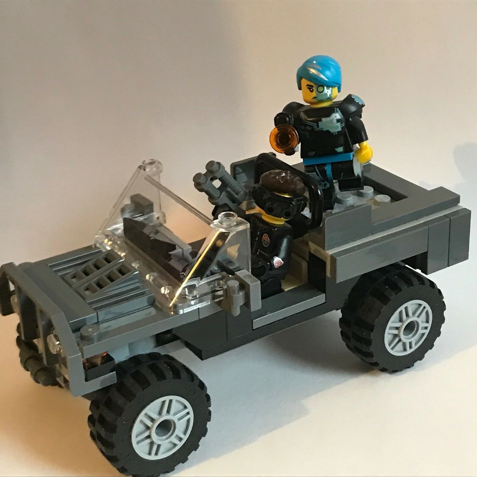 LEGO - special forces EXPEDITION CAR + 2 x commando figures - jeep - my design