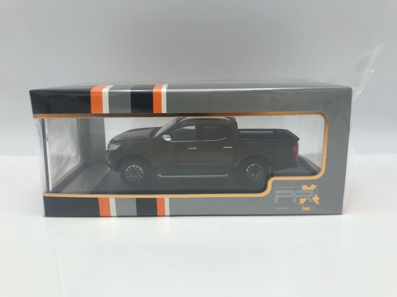 PremiumX PRXD593 Nissan Navara braun metallic Maßstab 1:43 Modellauto NEU!°