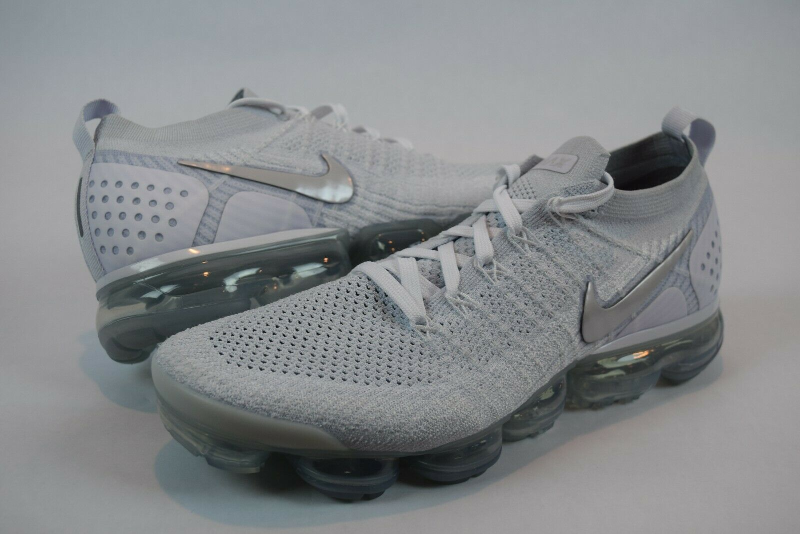 NWOB  Womens Nike Vapormax Flyknit 2 942843 105 sz 12 Mens 10.5 Vast Grey White