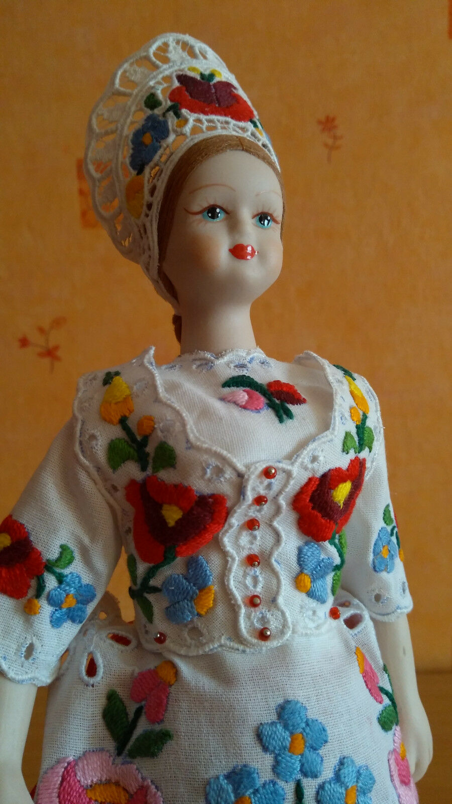 Hungarian Porcelain Doll Kalocsa embroiderot Kleid With stand 13  33cm Handmade