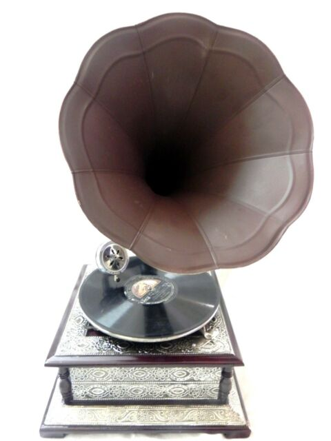 ANTIQUE GRAMOPHONE PHONOGRAPH CRAFTED MACHINE WITH BROWN COLOR STEEL HORN