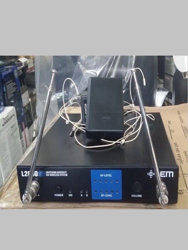 Radiomicrofono archetto Farbe carne VHF 200.320 L2000SD USATO