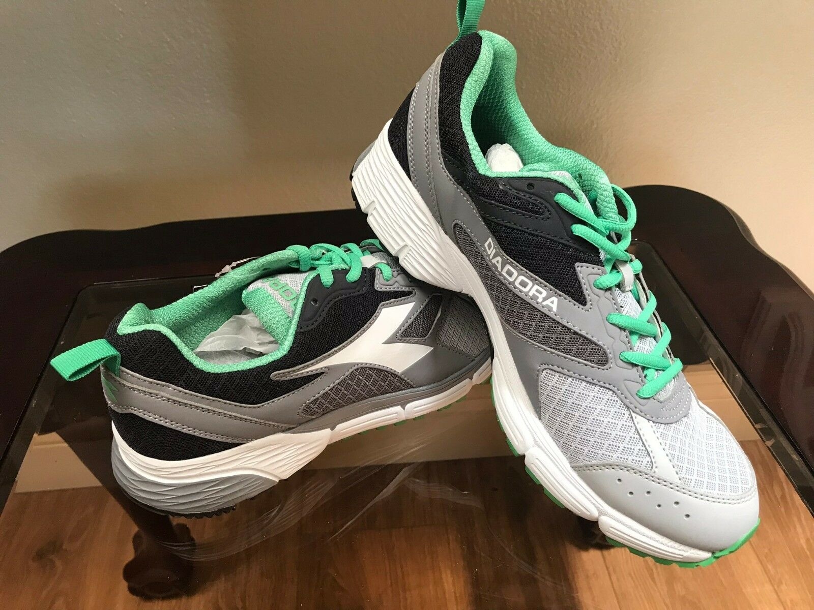NWOB Diadora Action III MEN'S Grey Green ATHLETIC SHOES Sneakers Size 8.5