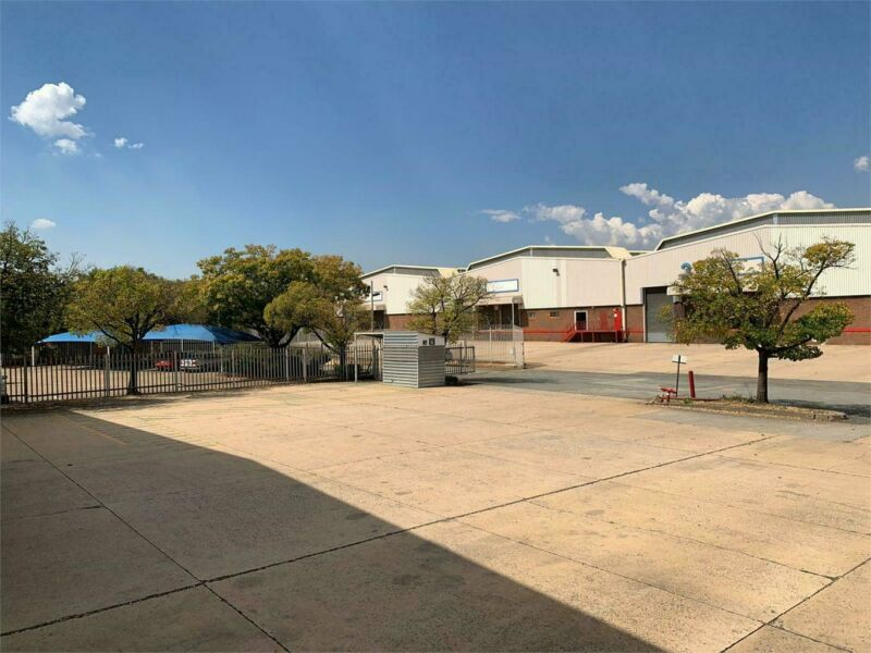 Large industrial property perfect for a logistics headquarters