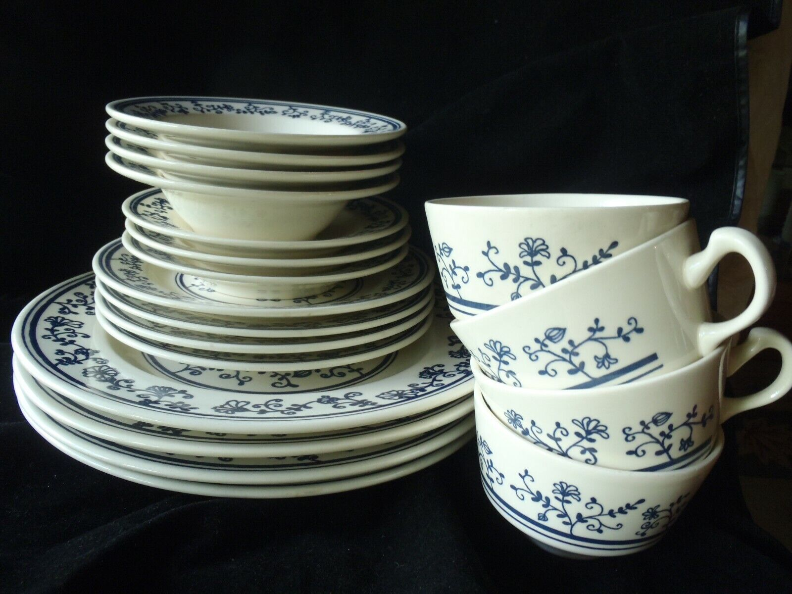 Homer Laughlin Sturbridge 19 PCS ASSIETTES bol tasse soucoupes bleu K-81