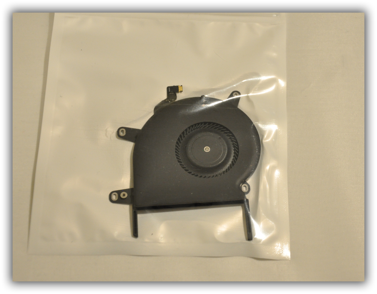 New CPU Fan for MacBook Pro Retina 13'' A1708 MLL42 Late 2016 Year 610-00137 USA