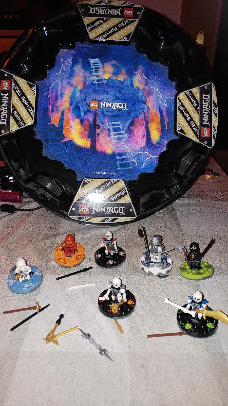 Lego Ninjago seltene Kampfarena mit 7 Ninjagos mit passenden Spinnern RAR