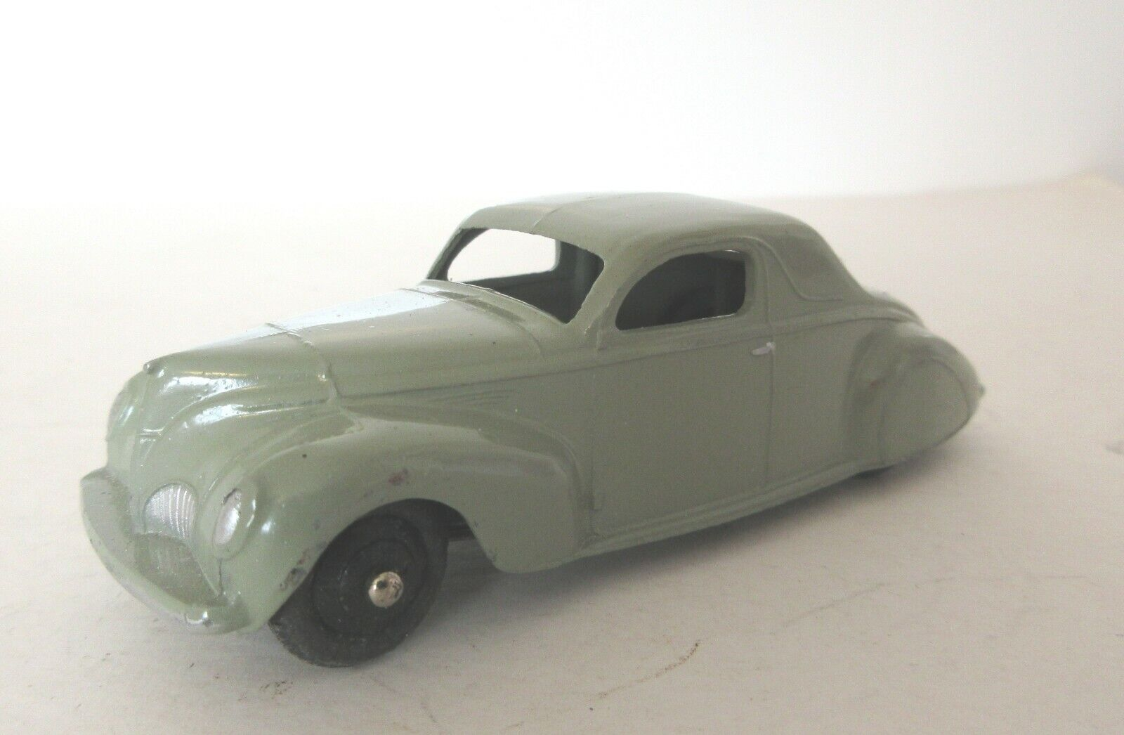Early Dinky Toys Post War 39 Series American Lincoln Zephyr Coupe (2)