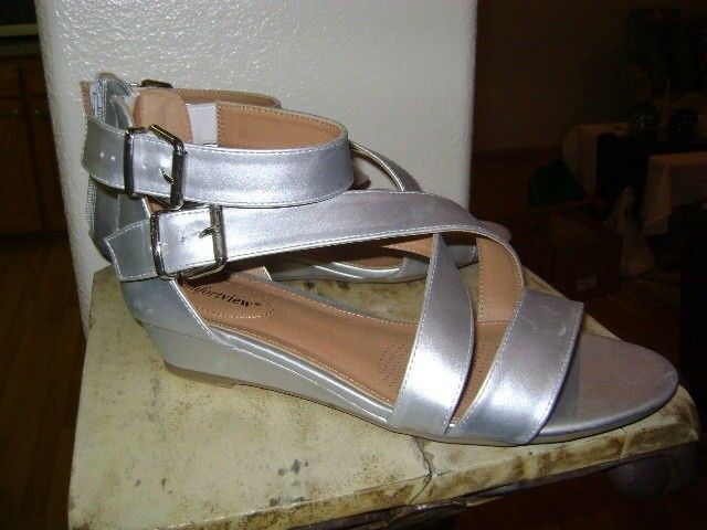 COMFORTVIEW EXTRA WIDE SANDALS 10.5 WW Wedges SILVER METALIC