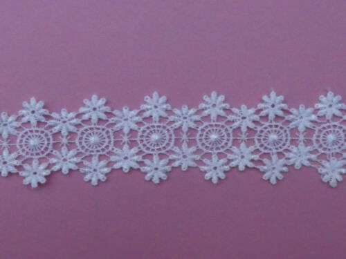 "Pretty White Satin Guipure Lace Trim 1.75/""//4.5cm PER METRE The Place For Lace"