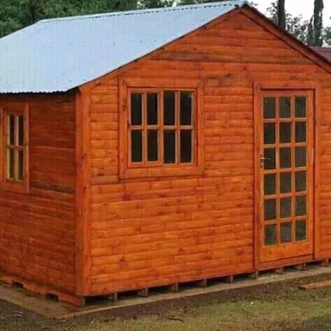 TITANIC WENDY HOUSES AND LOG CABINS