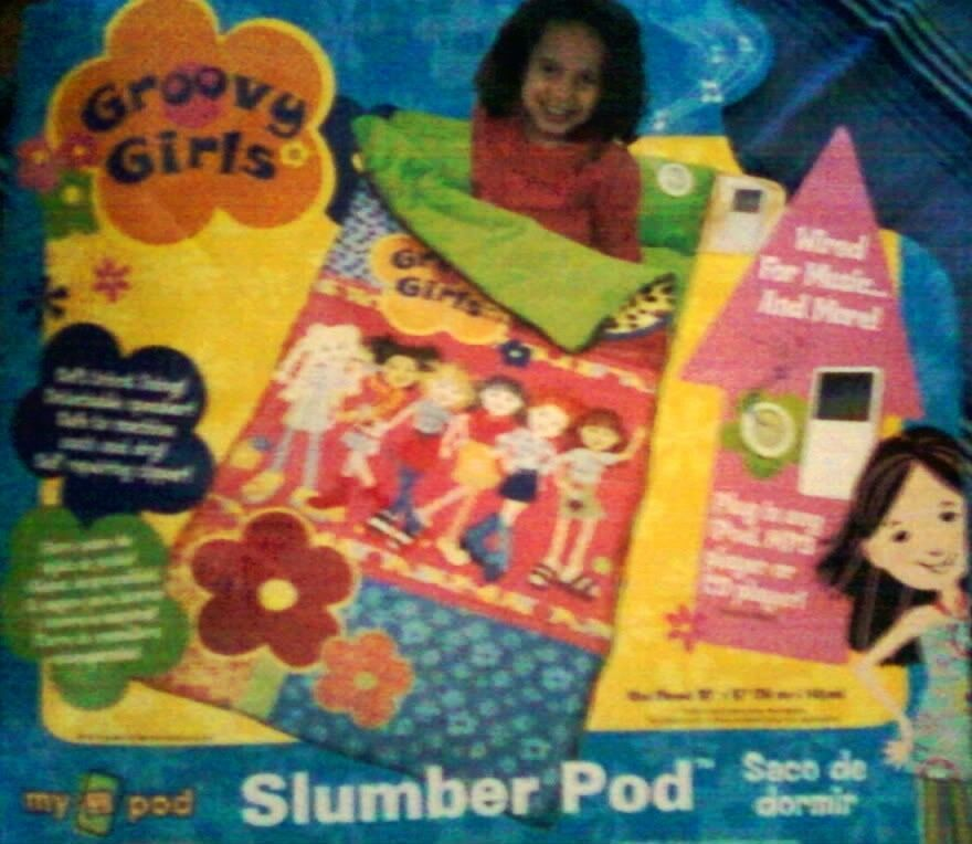 GROOVY GIRLSSLUMBR POD SLEPING BAG COMFORTERPLAY MUSICPLUGPHONEMP3CDPLAYER