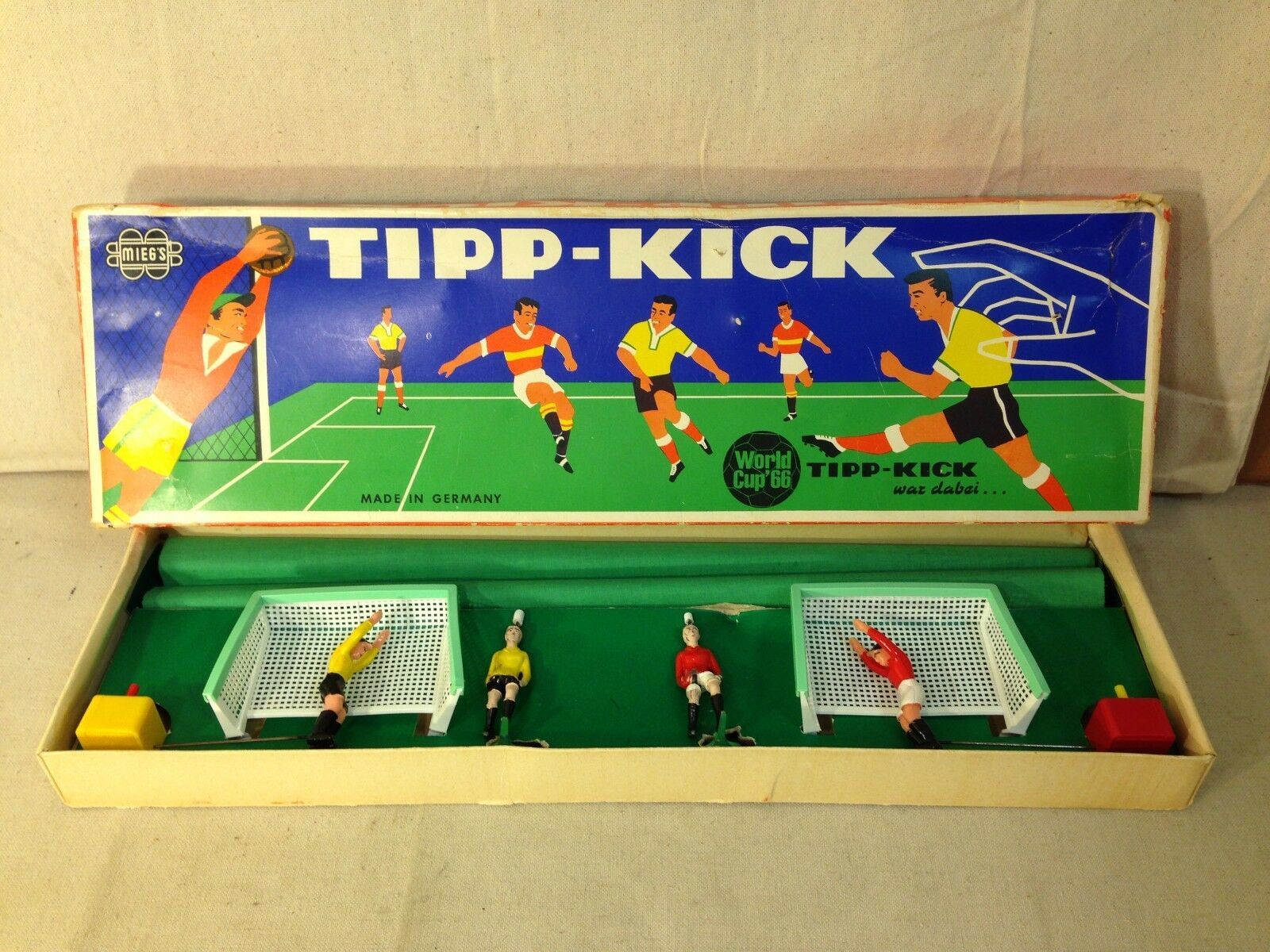 VINTAGE MIEG'S TIPP-KICK WORLD CUP '66 FUTBALL GAME