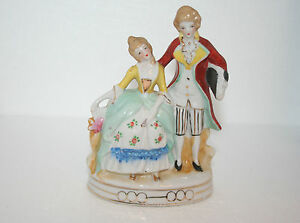 Vtg-Hand-Painted-Porcelain-Fancy-Victorian-Courting-Young-Couple-Figurine-Chic