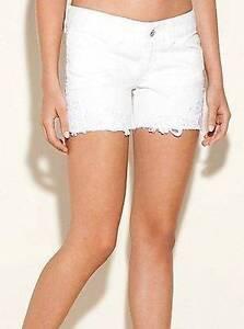 pizzo 26 New Josie Guess Taglia Jeans all'uncinetto Denim White Pantaloncini di x660vUqBr