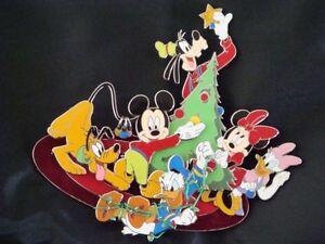 MICKEY-GANG-DECORATE-XMAS-TREE-LE-JUMBO-2004-Disney-Pin