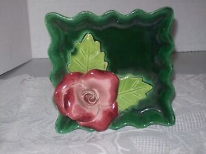 VINTAGE-CERAMIC-GREEN-SQUARE-WALL-POCKET-WITH-ROSE-FLOWER