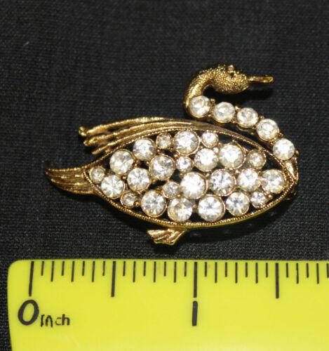 Vintage Rhinestone Figural Bird with Birdbath Brooch Pin