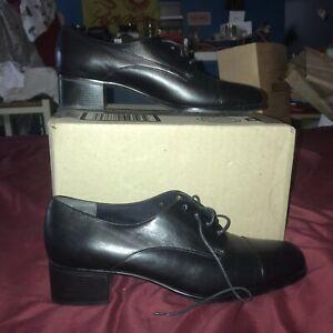 munro american shoes Oxford 9N Black