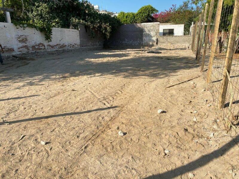 Se Vende terreno cerca del Malecon y el Centro