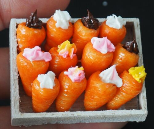 1:6 Dollhouse Miniatures Puff Pastry Cannoli Cones Bread on Wooden Tray Bakery