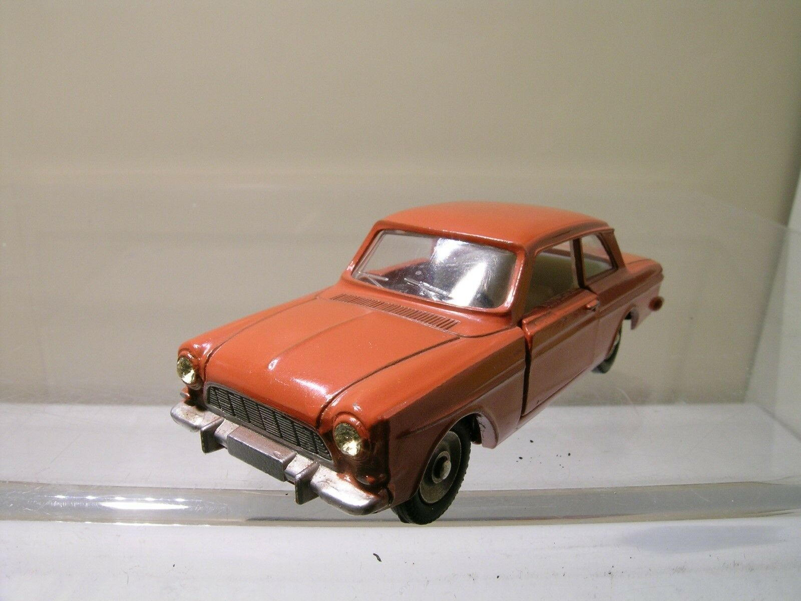 DINKY TOYS FRANCE 538 FORD TAUNUS 12M SEDAN BRICK rosso SCALE 1 43