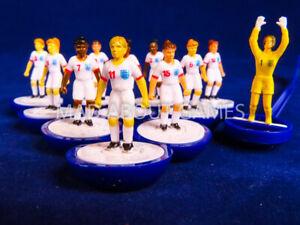 Women's England Football Subbuteo Team senza confezione Giocattolo Figure Calcio Miniatures Eng