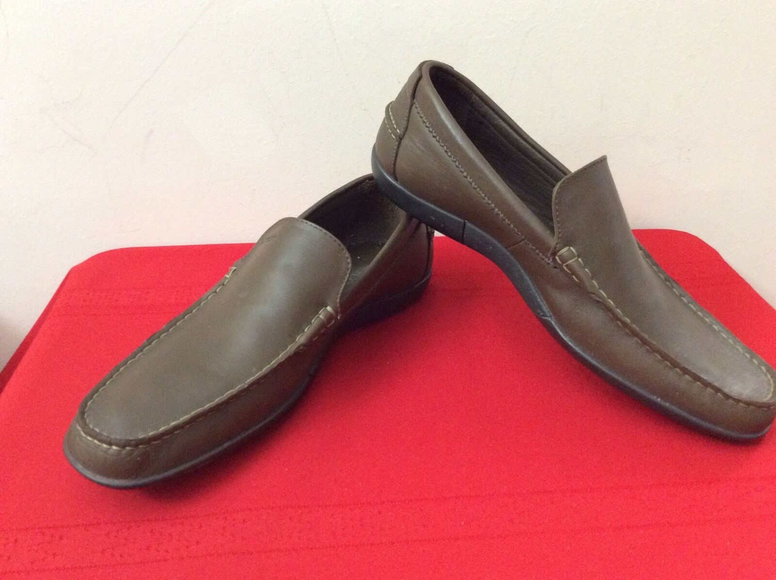 Lacoste Mens  Leather Loafers in Dark Brown 8. US.  (b9)
