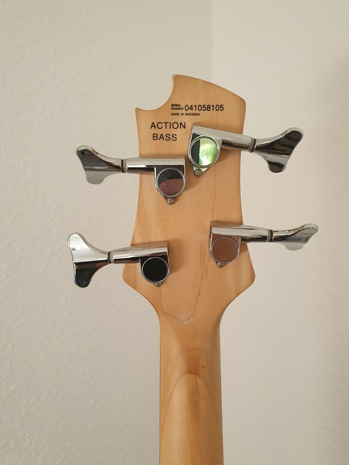 Elbas, Cort Action bass