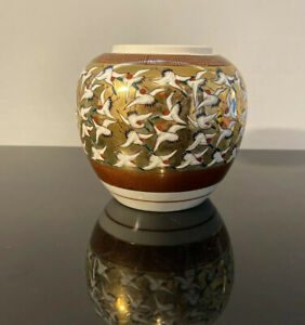 Vintage-Toyo-Japanese-Bird-Crane-Gold-Vase-Stamp-On-Bottom