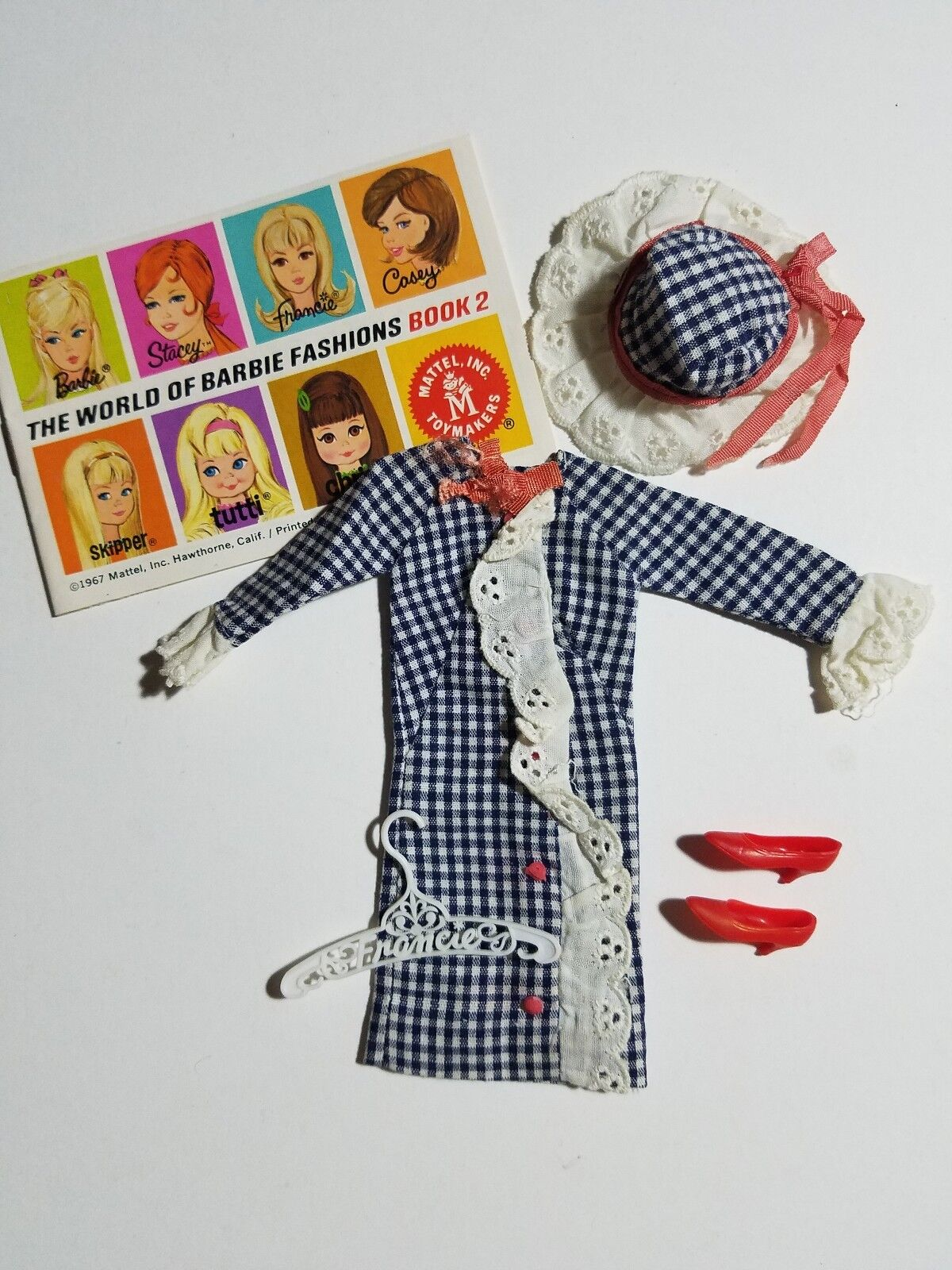 Francie Doll SIDE-KICK  Check Dress, Hat, rojo zapatos & Hangar 1967 Complete