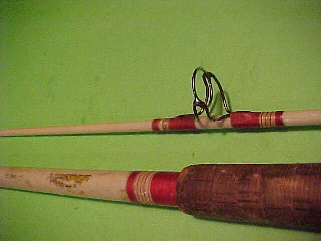 VINTAGE SHAKESPEARE WONDEROD 9 FOOT, 10 TO 30 POUND RATED SURF SPINNING ROD L@@K