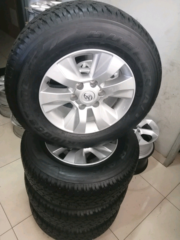 Brand new Toyota GD 6 mag set wheels 265/65R17 with center caps