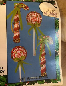 New-In-Package-CANDY-CANES-amp-LOLLIES-Christmas-Ornament-Kit-MAKES-4-Complete
