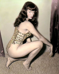 "BETTIE PAGE FETISH MODEL QUEEN OF PINUPS 4x6"" HAND COLOR TINTED PHOTOGRAPH"