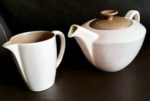 Rare-Vintage-1950s-English-Poole-Pottery-Teapot-amp-Creamer-In-Good-Condition