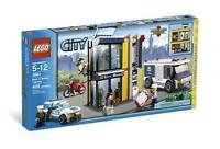 Lego City Bank & Money Transfer 3661 Transport Truck Police Robber Agent
